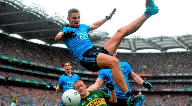 James McCarthy, Dublin, in action against Colm Cooper, Kerry. GAA Football All-Ireland Senior Championship Final, Dublin v Kerry, Croke Park, Dublin. Picture credit: Paul Mohan / SPORTSFILE