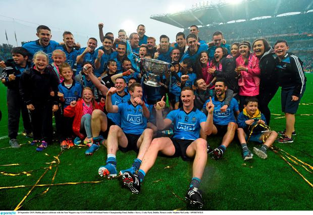 20 September 2015; Dublin players celebrate with the Sam Maguire cup. GAA Football All-Ireland Senior Championship Final, Dublin v Kerry, Croke Park, Dublin. Picture credit: Stephen McCarthy / SPORTSFILE