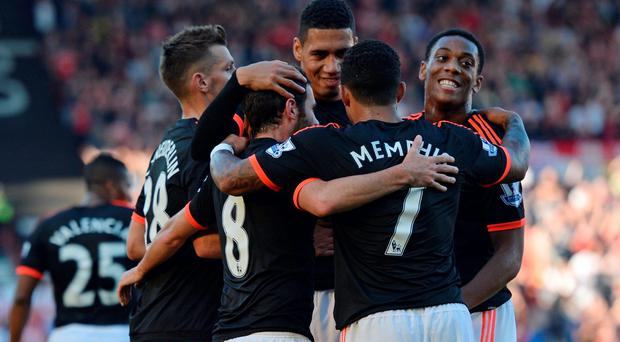 Football - Southampton v Manchester United - Barclays Premier League - St Mary's Stadium - 20/9/15 Juan Mata celebrates with team mates after scoring the third goal for Manchester United Action Images via Reuters / Tony O'Brien Livepic EDITORIAL USE ONLY. No use with unauthorized audio, video, data, fixture lists, club/league logos or