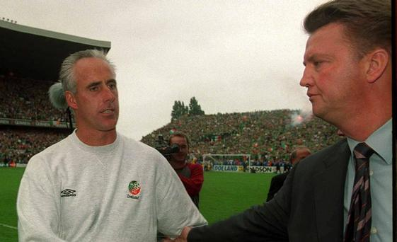 Republic of Ireland manager Mick McCarthy shakes hands with Holland manager Louis Van Gaal at the end of the game. Republic of Ireland v Holland, World Cup Qualifier, Lansdowne Road, Dublin. Soccer. Picture credit; David Maher / SPORTSFILE