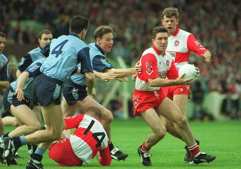 Damien Barton, Derry, in action against Paul Bealan and Paddy Moran, Dublin. All Ireland footbal semi-final. Croker Park, Dublin. Picture credit; Ray McManus / SPORTSFILE