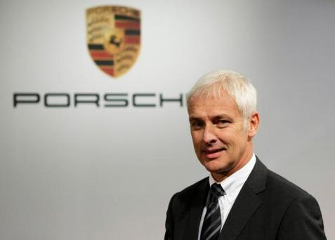 Matthias Mueller, CEO of Porsche AG and Executive Board Member of Porsche Automobil Holding SE arrives for the company's annual news conference in Stuttgart, Germany, in this October 19, 2010 file photo. REUTERS/Alex Domanski/Files