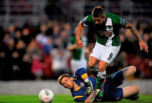 Cork City's John O'Flynn in action against Derry City goalkeeper Shaun Patton. SSE Airtricity League Premier Division, Cork City v Derry City, Turners Cross, Cork. Picture credit: Eoin Noonan / SPORTSFILE