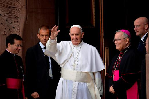 Pope Francis waves to the crowd as he arrives for mass at the Basilica of St. Peter and Paul, in Philadelphia, Pennsylvania, September 26, 2015. REUTERS/Charles Mostoller