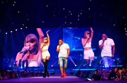 Taylor Swift on stage with Nelly. PIC: Taylor Swift Twitter