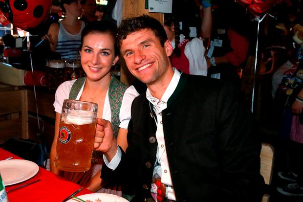 Thomas Mueller of FC Bayern Munich and his partner Lisa pose during their visit at the Oktoberfest in Munich, Germany, September 30, 2015. REUTERS/Alexandra Beier/Pool