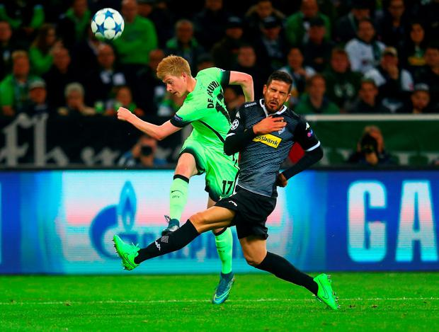 City's Kevin de Bruyne and Monchengladbach's Álvaro Domínguez battle for the ball