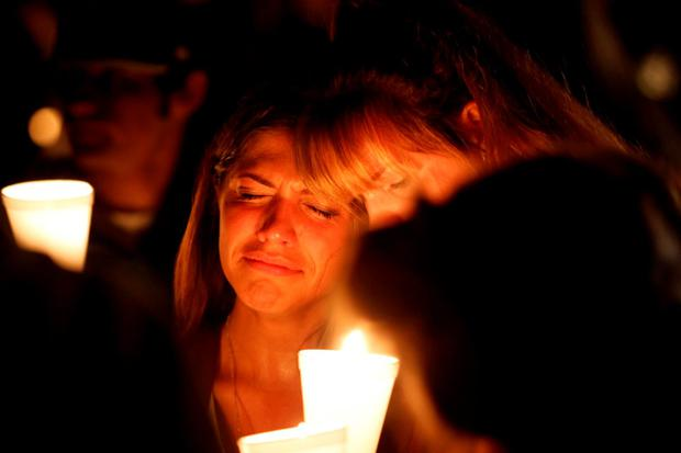 People take part in candle light vigil following a mass shooting at Umpqua Community College in Roseburg, Oregon October 1, 2015. A gunman opened fire at a community college in southwest Oregon on Thursday, killing nine people and wounding seven others before police shot him to death, authorities said, in the latest mass killing to rock an American campus. REUTERS/Steve Dipaola TPX IMAGES OF THE DAY