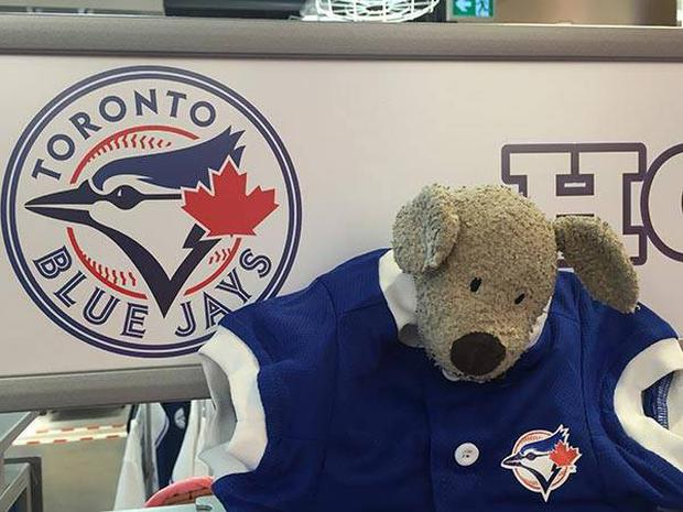 He generously took the time to show his support for the Blue Jays Credit : Toronto Airport Facebook