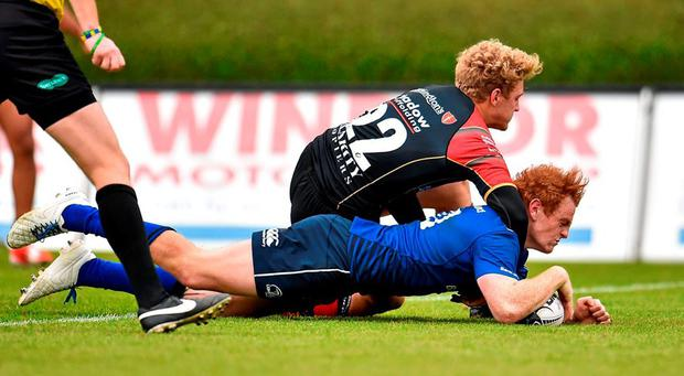 Cathal Marsh, Leinster, scores his side's fourth try despite the efforts of Angus O'Brien, Newport Gwent Dragons. Guinness PRO12, Round 3, Leinster v Newport Gwent Dragons. RDS, Ballsbridge, Dublin. Picture credit: Cody Glenn / SPORTSFILE