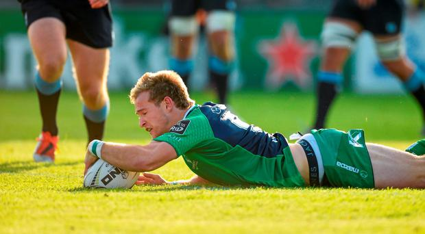 3 October 2015; Kieran Marmion, Connacht, scores his side's first try. Guinness PRO12, Round 3, Connacht v Cardiff Blues. The Sportsground, Galway. Picture credit: Diarmuid Greene / SPORTSFILE