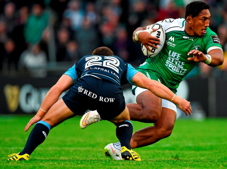 Connacht's Bundee Aki tries to evade Gareth Davies