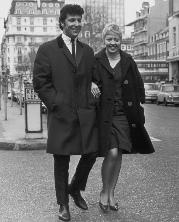 Welsh singer Tom Jones and his wife Linda walking down a street, 1965. (Photo by Evening Standard/Getty Images)