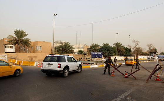 Iraqi security forces gather at a checkpoint as cars cross into the Green Zone in Baghdad, Iraq October 5, 2015. Reuters/Ahmed Saad