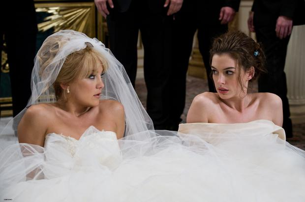 Kate Hudson and Anne Hathaway in Bride Wars