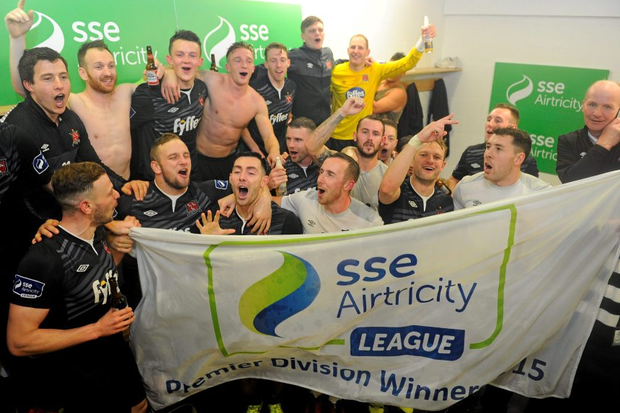 Dundalk players celebrate their victory and championship title.