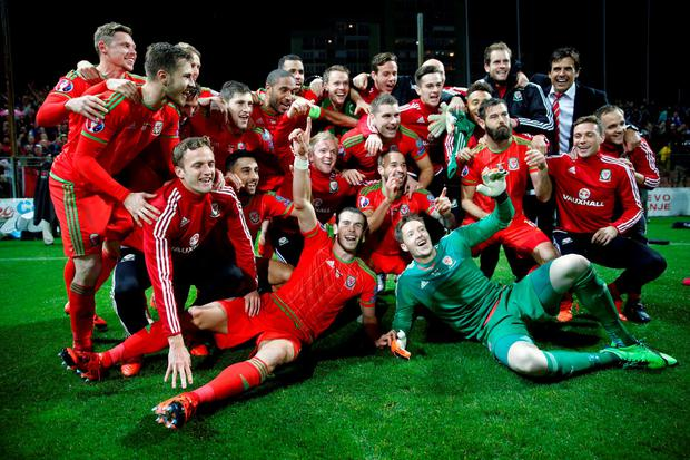 Wales' players celebrate after they qualified for Euro 2016 following their qualifying soccer match against Bosnia in Zenica October 10, 2015. REUTERS/Dado Ruvic