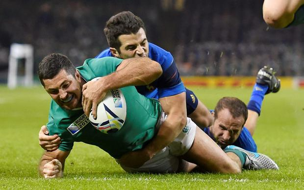 Rob Kearney scores the first try for Ireland