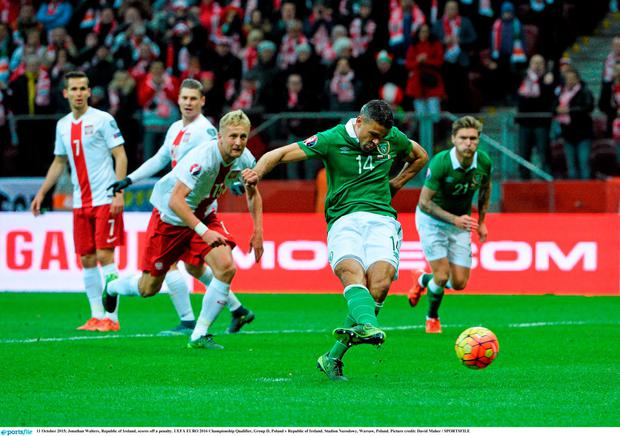 Jonathan Walters, Republic of Ireland, scores off a penalty. UEFA EURO 2016 Championship Qualifier, Group D, Poland v Republic of Ireland. Stadion Narodowy, Warsaw, Poland. Picture credit: David Maher / SPORTSFILE