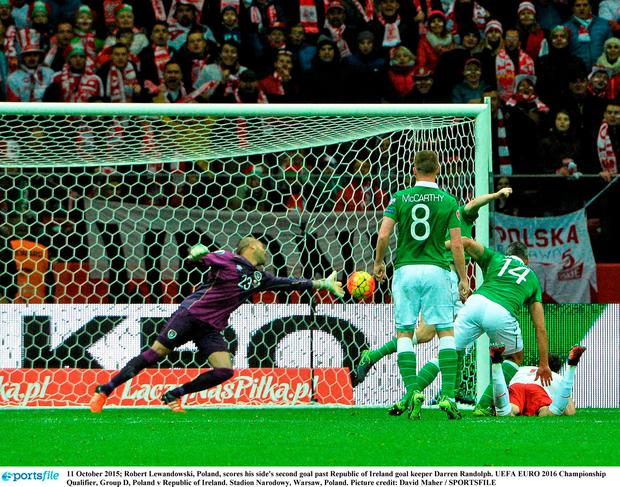 11 October 2015; Robert Lewandowski, Poland, scores his side's second goal past Republic of Ireland goal keeper Darren Randolph. UEFA EURO 2016 Championship Qualifier, Group D, Poland v Republic of Ireland. Stadion Narodowy, Warsaw, Poland. Picture credit: David Maher / SPORTSFILE