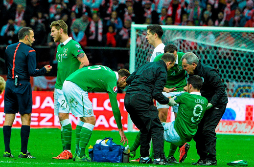 Shane Long, Republic of Ireland, receives medical assistance before being substituted. UEFA EURO 2016 Championship Qualifier, Group D, Poland v Republic of Ireland. Stadion Narodowy, Warsaw, Poland. Picture credit: David Maher / SPORTSFILE