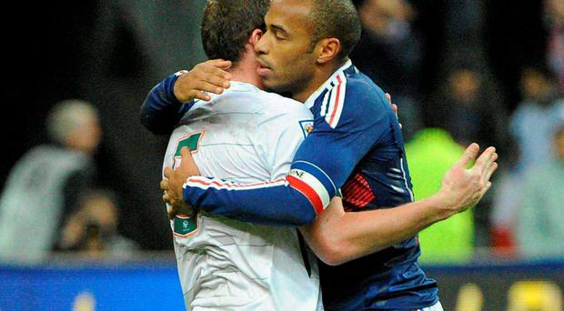Thierry Henry consoles Richard Dunne in 2009