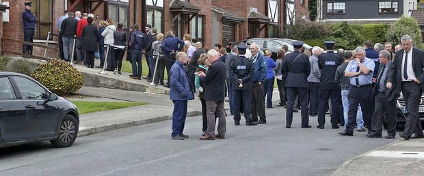 Friends and colleagues of murdered Garda Tony Golden queue outside his home in Blackrock, Co. Louth this evening to pay their respects to his family. Photo: Colin Keegan, Collins Dublin.