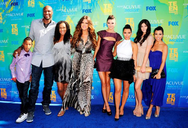 (L-R) TV personalities Lamar Jr., Lamar Odom, daughter Destiny, Khloe Kardashian, Kendall Jenner, Kim Kardashian, Kylie Jenner and Kourtney Kardashian arrive at the 2011 Teen Choice Awards held at the Gibson Amphitheatre on August 7, 2011 in Universal City, California. (Photo by Jason Merritt/Getty Images)