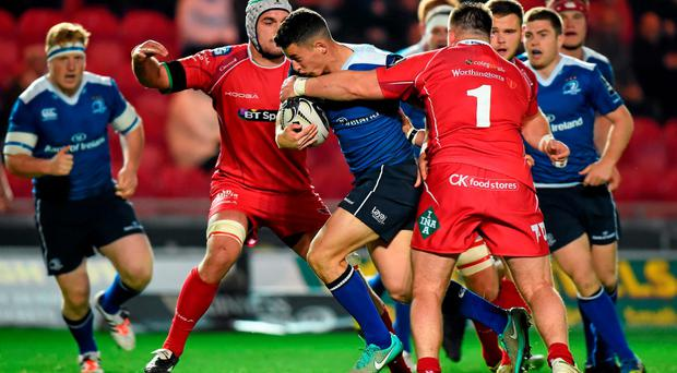 Noel Reid, Leinster, is tackled by Rob Evans, Scarlets. Guinness PRO12, Round 4, Scarlets v Leinster. Parc Y Scarlets, Llanelli, Wales. Picture credit: Stephen McCarthy / SPORTSFILE