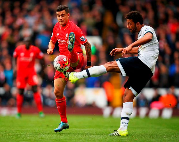 LONDON, ENGLAND - OCTOBER 17: Mousa Dembele of Tottenham Hotspur and Philippe Coutinho of Liverpool compete for the ball during the Barclays Premier League match between Tottenham Hotspur and Liverpool at White Hart Lane on October 17, 2015 in London, England. (Photo by Bryn Lennon/Getty Images)