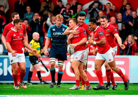 Andrew Conway, Munster, celebrates with team-mates after scoring his side's fifth try. Guinness PRO12, Round 4, Munster v Cardiff Blues. Irish Independent Park, Cork. Picture credit: Diarmuid Greene / SPORTSFILE