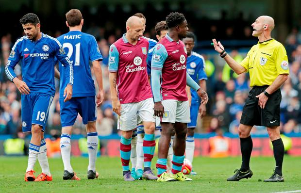 Football - Chelsea v Aston Villa - Barclays Premier League - Stamford Bridge - 17/10/15 Referee Roger East speaks with Chelsea's Diego Costa and Aston Villa's Micah Richards after they clash Reuters / Suzanne Plunkett Livepic EDITORIAL USE ONLY. No use with unauthorized audio, video, data, fixture lists, club/league logos or
