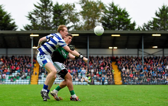 18 October 2015; Damien Cahalane, Castlehaven, in action against Barry O'Driscoll, Nemo Rangers. Cork County Senior Football Championship Final, Castlehaven v Nemo Rangers. Páirc Ui Rinn, Cork. Picture credit: Diarmuid Greene / SPORTSFILE