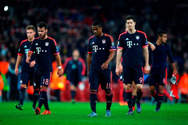 LONDON, ENGLAND - OCTOBER 20: Juan Bernat (18), Douglas Costa (11) and Robert Lewandowski of Bayern Munich (9) look dejected in defeat after the UEFA Champions League Group F match between Arsenal FC and FC Bayern Munchen at Emirates Stadium on October 20, 2015 in London, United Kingdom. (Photo by Paul Gilham/Getty Images)