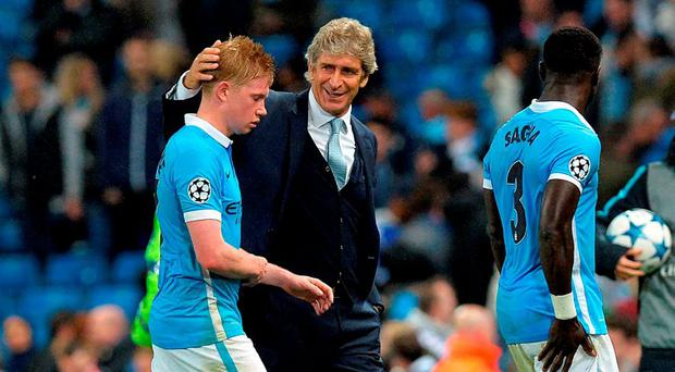 Manchester City's Kevin de Bruyne (left) is congratulated by manager Manuel Pellegrini after the final whistle of the UEFA Champions League match at the Etihad Stadium