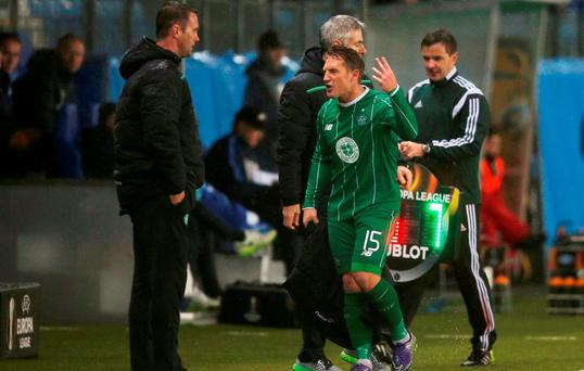 Celtic's Kris Commons remonstrates with manager Ronny Deila as he is substituted Action Images via Reuters / Peter Cziborra