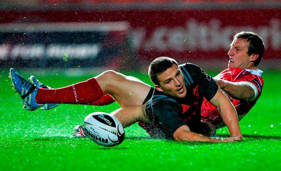 23 October 2015; Andrew Conway, Munster, scores his side's opening try despite the efforts of Hadleigh Parkes, Scarlets. Guinness PRO12, Round 5, Scarlets v Munster. Parc Y Scarlets, Llanelli, Wales. Picture credit: Chris Fairweather / SPORTSFILE