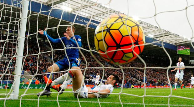 Jamie Vardy scores Leicester's first goal