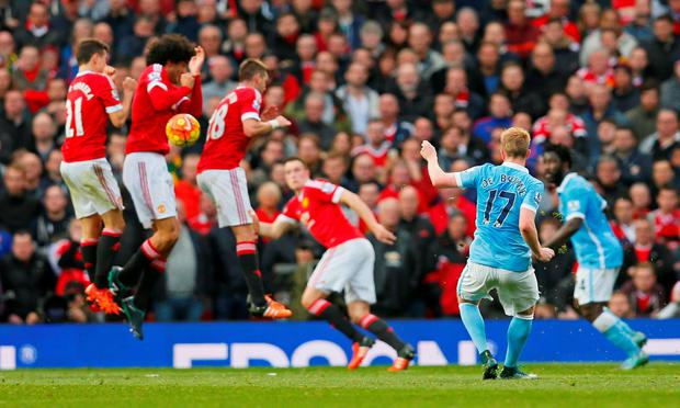 Football - Manchester United v Manchester City - Barclays Premier League - Old Trafford - 25/10/15 Manchester City's Kevin De Bruyne takes a freekick Action Images via Reuters / Jason Cairnduff Livepic EDITORIAL USE ONLY. No use with unauthorized audio, video, data, fixture lists, club/league logos or