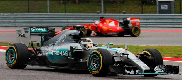 Mercedes Formula One driver Lewis Hamilton of Britain powers out of a turn ahead of Ferrari Formula One driver Sebastian Vettel of Germany during the U.S. F1 Grand Prix at the Circuit of The Americas in Austin, Texas October 25, 2015. Hamilton went on to win the race and clinched his third world title. REUTERS/Mike Stone