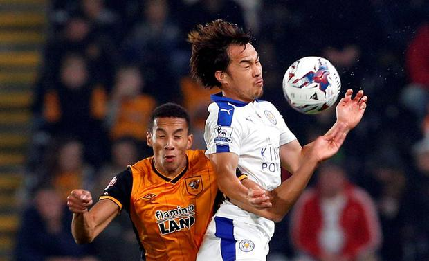 Leicester City's Shinji Okazaki in action with Hull's Isaac Hayden