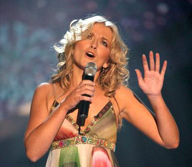 Roberta Howett performs on The X Factor 2004