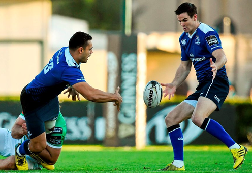 Leinster's Ben Te'o off-loads to Jonathan Sexton after being tackled by Marco Fuser