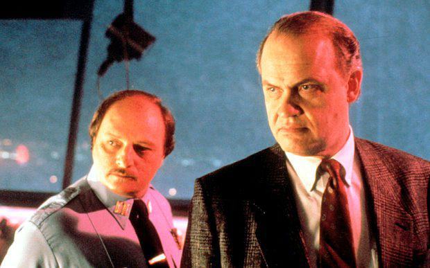 Fred Thompson (right) with Dennis Franz in Die Hard 2