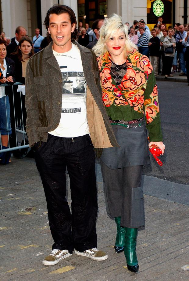 Singer Gavin Rossdale and his wife singer Gwen Stefani arrive at the Saatchi Gallery celebrity launch party held at Charles Saatchi's new gallery in the former GLC building County Hall April 15, 2003 in London, England. (Photo by John Li/Getty Images)