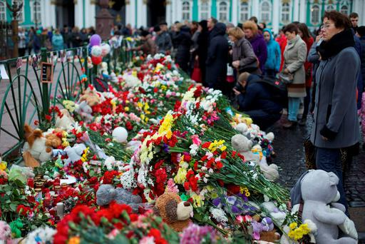 People gathered to lay flowers in memory of the plane crash victims at Dvortsovaya (Palace) Square in St.Petersburg, Russia, on Wednesday, Nov. 4, 2015. (AP Photo/Ivan Sekretarev)