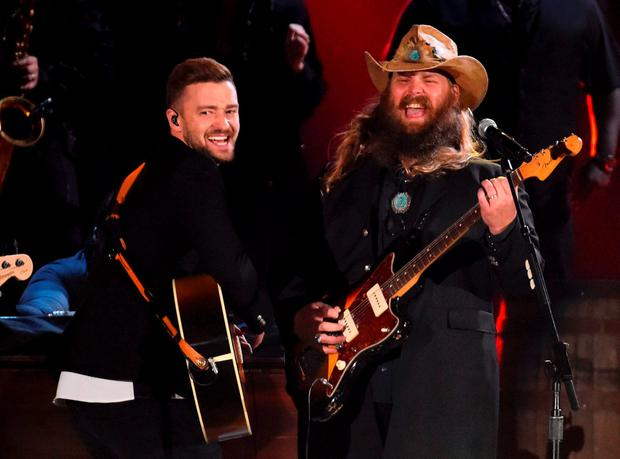 Justin Timberlake (L) and Chris Stapleton perform a medley of songs at the 49th Annual Country Music Association Awards in Nashville, Tennessee November 4, 2015. REUTERS/Harrison McClary