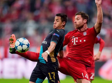 Arsenal's Alexis Sanchez and Bayern Munich's Xabi Alonso vie for the ball