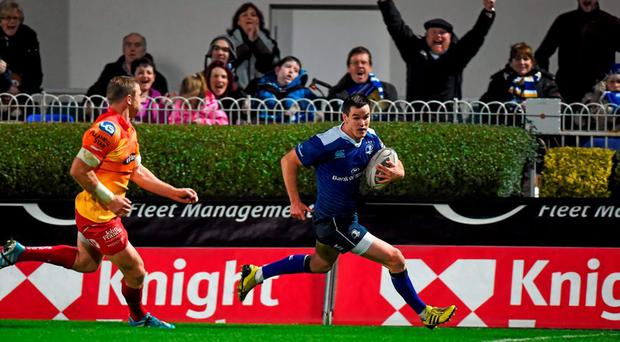 6 November 2015; Jonathan Sexton, Leinster, runs in for a try which was subsequently disallowed. Guinness PRO12, Round 7, Leinster v Scarlets. RDS, Ballsbridge, Dublin. Picture credit: Stephen McCarthy / SPORTSFILE