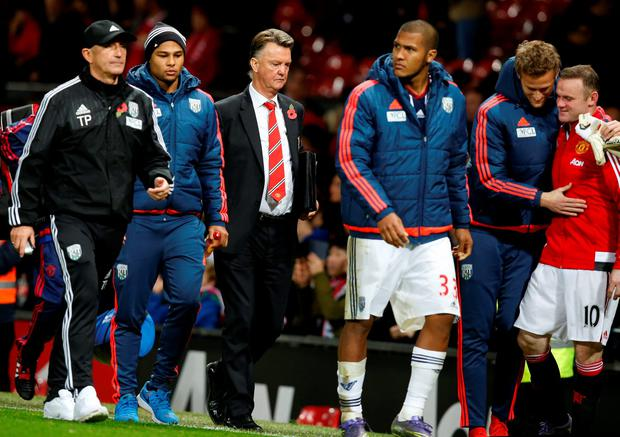 Manchester United manager Louis van Gaal and West Brom manager Tony Pulis at full time Reuters / Andrew Yates Livepic